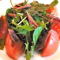 トマト&ベビーリーフとアンチョビのサラダ ¥880